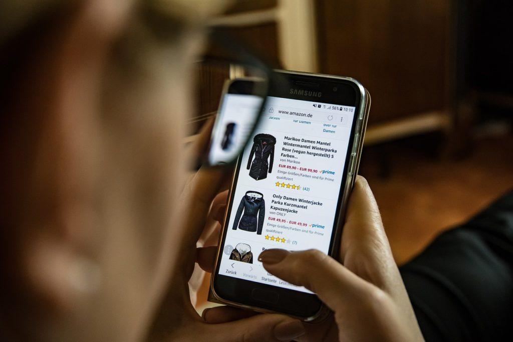 smartphone online marketing shopping