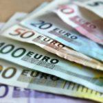 Banca Centrală Europeană a prezentat publicului noile bancnote de 100 EUR și 200 EUR