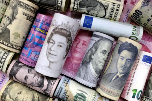 Lira sterlină a crescut în anticiparea victoriei Conservatorilor iar dolarul canadian în urma deciziei Băncii Canadei