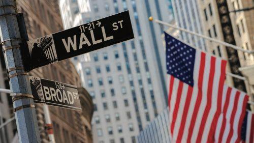 Indicii de pe Wall Street ating noi maxime istorice în sezonul raportărilor pe fondul informațiilor pozitive din piața muncii
