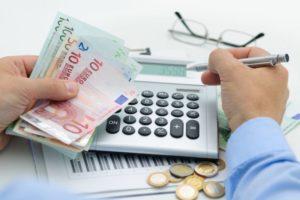 Acționarii companiilor vor avea de acum posibilitatea să-și încaseze dividendele trimestrial, nu doar anual
