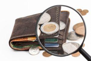 Cum cheltuiesc românii banii economisiți