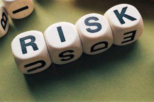 Care sunt riscurile ce pot apărea în decursul perioadei de creditare și cum te poți proteja?