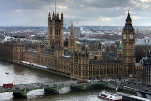 Ce efect are suspendarea Parlamentului britanic asupra lirei sterline?